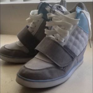 Wedge sneakers with Velcro and laces